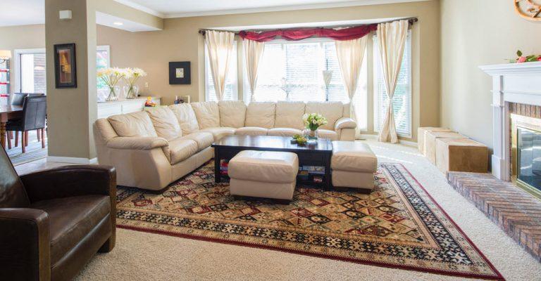 livingroom-oriental-antique-rug